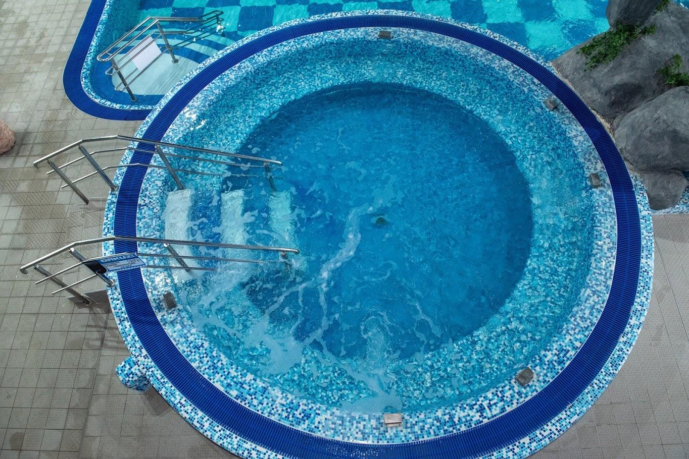 Djakuzi bazen